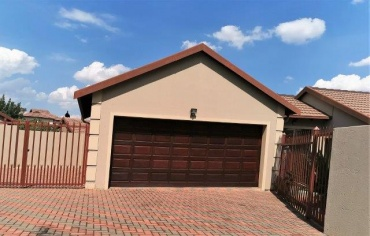 R 1999 000 3 Bedroom House for Sale ...